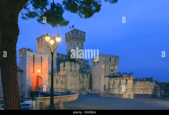 Sirmione is a commune at lake Garda in the province of Brescia, in Lombardy, northern Italy - Stock-Bilder