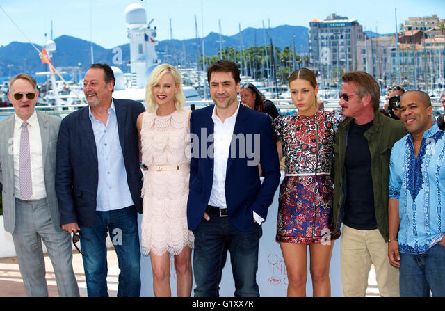 Cannes, France. 20th May, 2016. Cast members Jared Harris, Jean Reno, Charlize Theron, Javier Bardem, Adele Exarchopoulos, - Stock Image