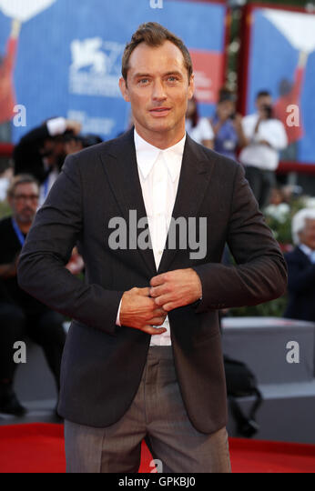 Venice, Italy. 03rd Sep, 2016. Jude Law attending the 'The Young Pope' premiere at the 73rd Venice International - Stock-Bilder