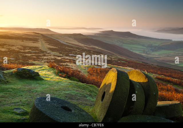 Sunrise, Stanage Edge millstones, Peak District National Park, Derbyshire, England, UK - Stock Image