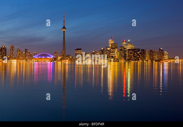 Toronto city skyline seen at dusk from Centre Island, Toronto Islands, Lake Ontario, Ontario, Canada - Stock-Bilder
