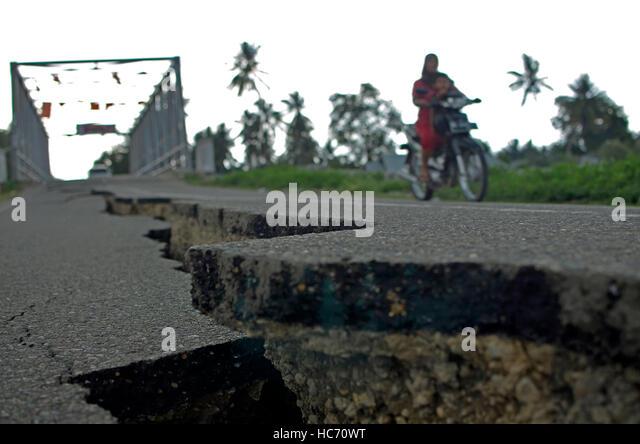 Indonesia. 07th Dec, 2016. Quake measuring 6.5 on the Richter scale (sr) rocked Pidie Jaya, Aceh Province. Killing - Stock-Bilder