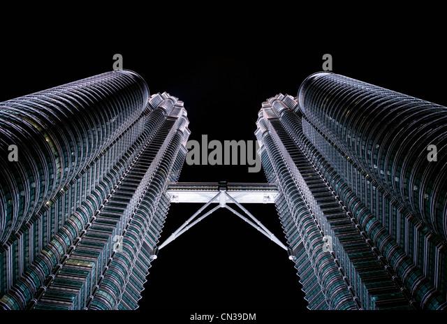Low angle view of Petronas Towers, Kuala Lumpur, Malaysia - Stock Image