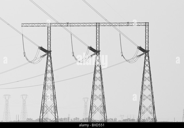 Electrical power transmission lines and towers - Stock-Bilder