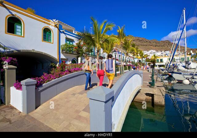 Tourists at Puerto de Morgan, Gran Canaria, Canary Islands, Spain - Stock-Bilder
