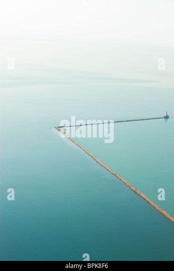 Abstract aerial photograph of breakwater jetty in water in Lake Michigan Chicago. - Stock-Bilder