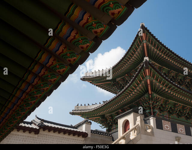 Colorful green roofs at the Gyeongbokgung Palace (경복궁) in Seoul, South Korea - Stock Image
