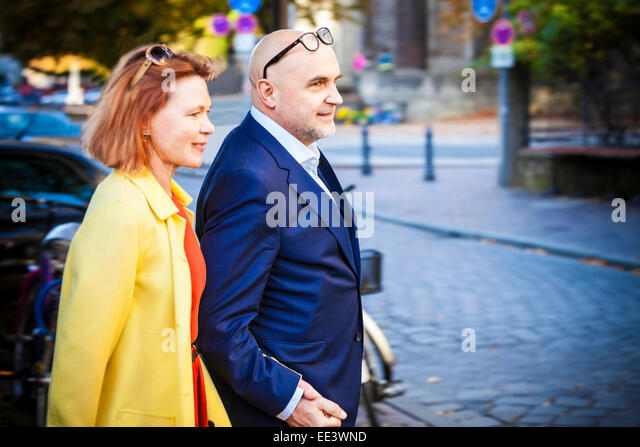 Senior couple holding hands, Munich, Bavaria, Germany - Stock-Bilder