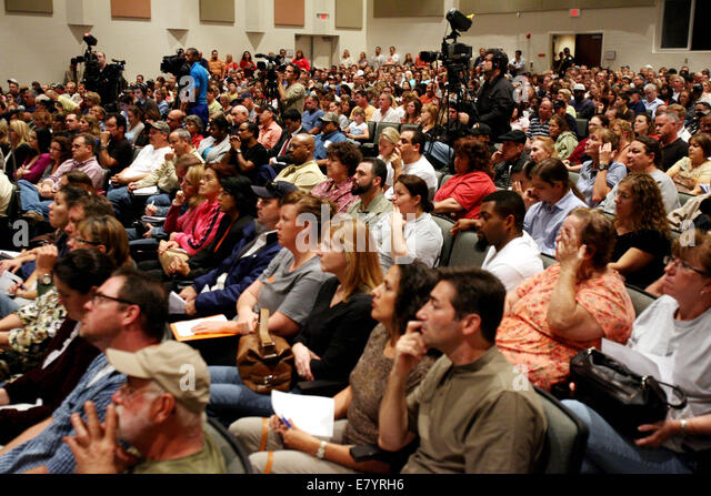 Feb 9, 2010 - Loxahatchee, Florida, U.S. - Standing room only and many people had to be turned away due to limited - Stock-Bilder