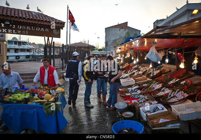 Turkey, Istanbul, Beyoglu, fish market near the Galata bridge - Stock Image