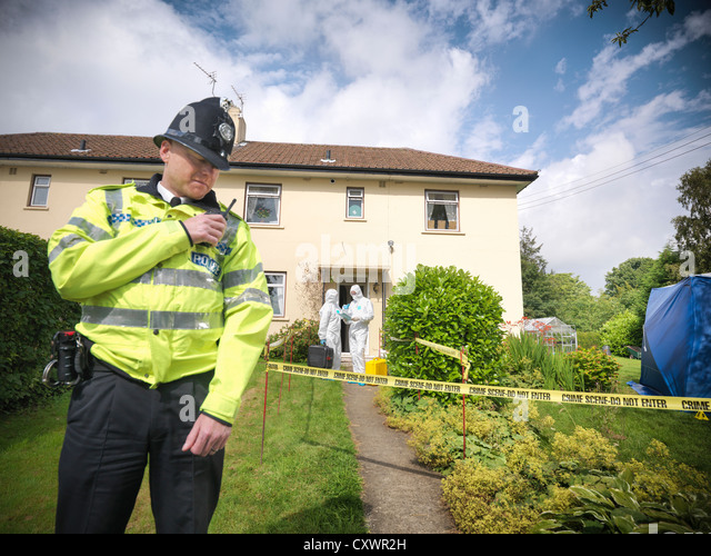 Policeman guarding forensic crime scene - Stock Image