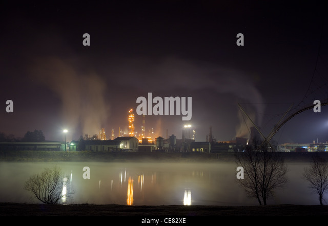 Night shoot of Oil refinery in the mist - Stock Image