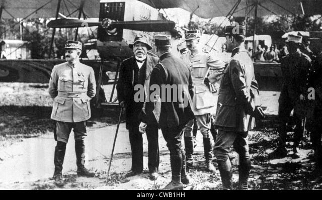 French Premier Georges Clemenceau (second left) visiting a French airfield near the front, 1917 - Stock Image