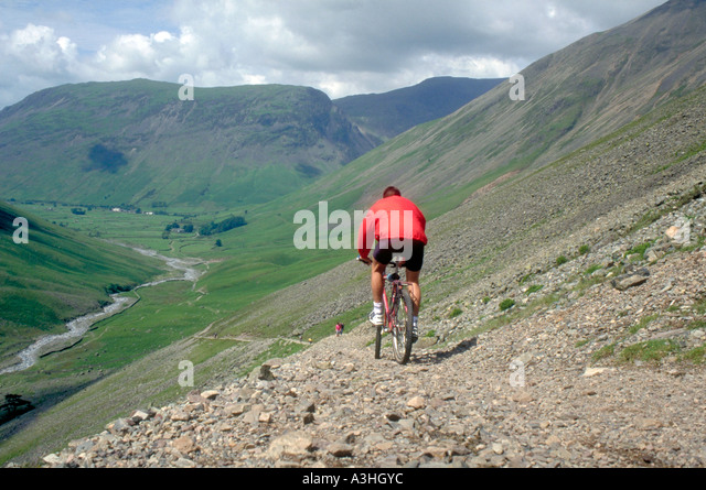 PICTURE CREDIT DOUG BLANE Doug Blane Mountain Biking in the Lake District Cumbria - Stock Image