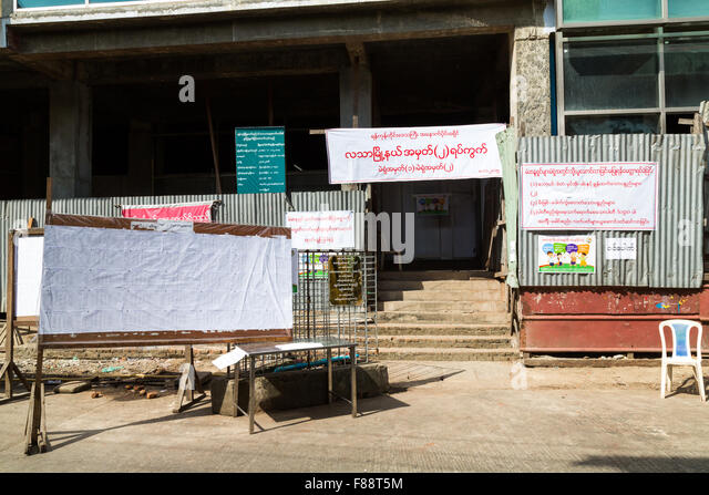 Polling station in the  Myanmar General election where Aung San Suu Kyi's NLD party won the majority - Stock-Bilder