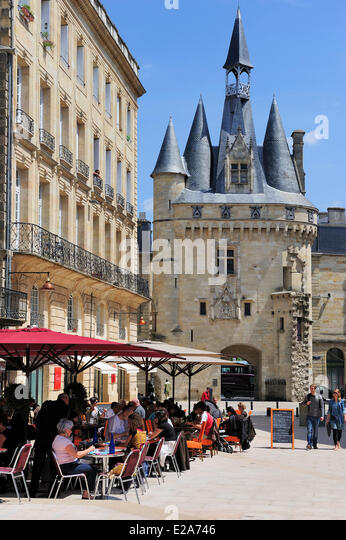 France, Gironde, Bordeaux, area listed as World Heritage by UNESCO, Place du Palais, Porte Cailhau - Stock Image