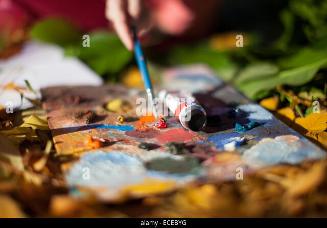 Person painting outdoors - Stock-Bilder