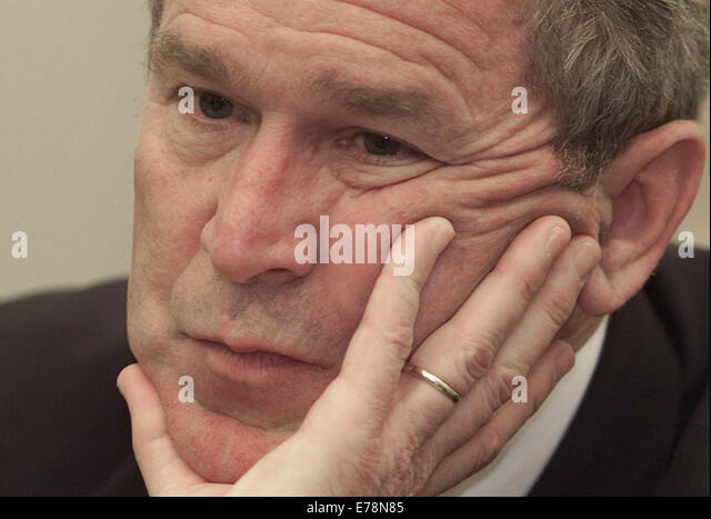 Apr 25, 2001; Washington, DC, USA; PRESIDENT BUSH meets with reporters from The Associated Press at the White House. - Stock-Bilder