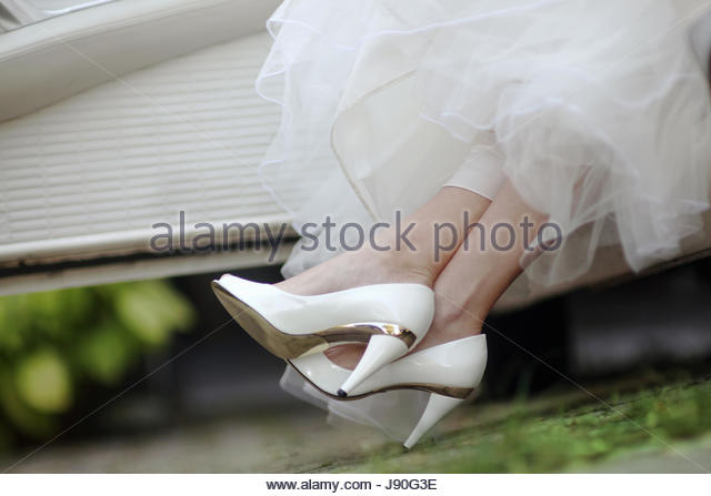 Close Up Of Bride's Shoes As She Gets Out Of Wedding Car - Stock-Bilder