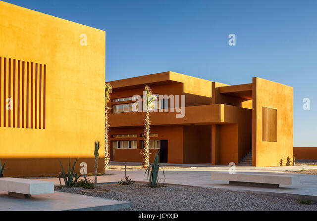 2-storey building with landscaping and venitlation slots. Laayoune Technology School, Laayoune, Morocco. Architect: - Stock-Bilder
