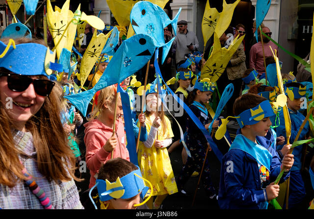 Brighton, UK. 6th May, 2017: Each year the first day of the Brighton Festival opens with the colourful Childrens' - Stock Image