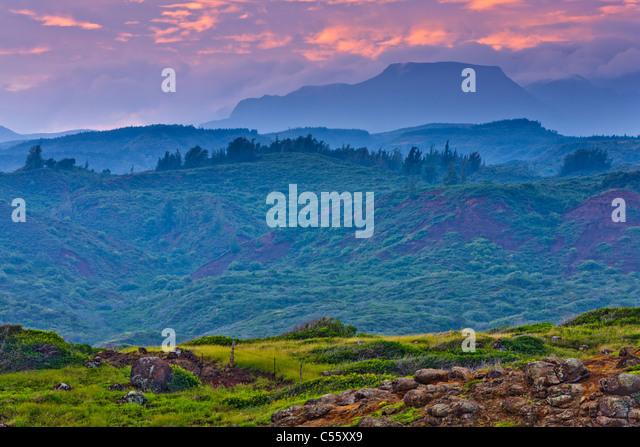 Pasture with mountains in the background, Haleakala, Hawea Point, Maui, Hawaii, USA - Stock-Bilder