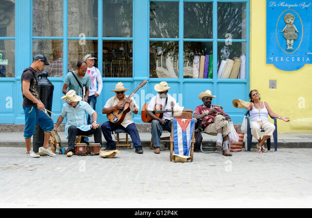 Street musicians perform for tourists and tips in Old Havana, Havana, Cuba - Stock Image