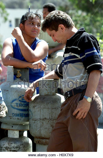 Venezuelans wait to buy cooking gas containers in Caracas, January 28,  2003. Venezuela's opposition said they - Stock Image