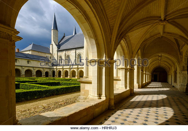 Cloister, Abbey of Fontevraud, dating from the 12th to 17th centuries, Maine et Loire, Loire Valley, France - Stock-Bilder