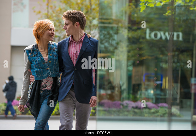 Couple walking, Toronto, Ontario, Canada - Stock Image