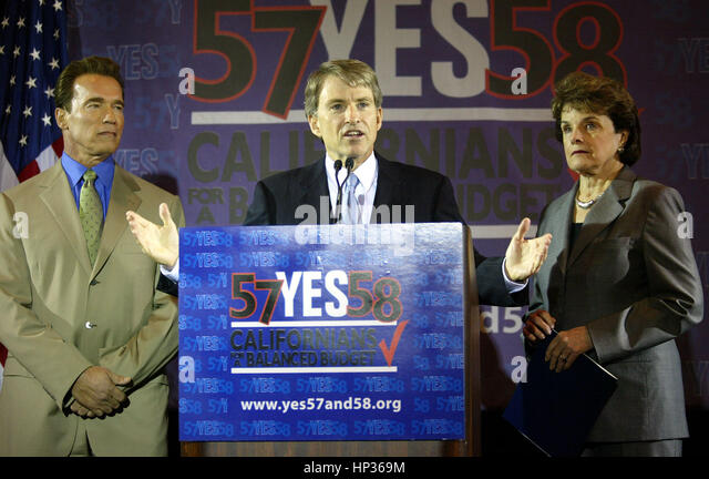 California Gov. Arnold Schwarzenegger, (L), Controller Steve Westly, (C) and US Sen. Dianne Feinstein at a press - Stock Image