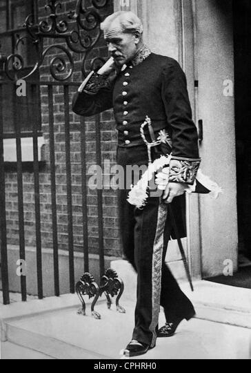 Ramsay MacDonald leaves 10 Downing Street. - Stock Image