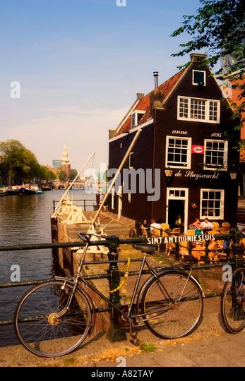 Amsterdam historic building 1695 draw bridge Cafe de Slyswacht background Oude Schans Motelbaans Toren - Stock Image