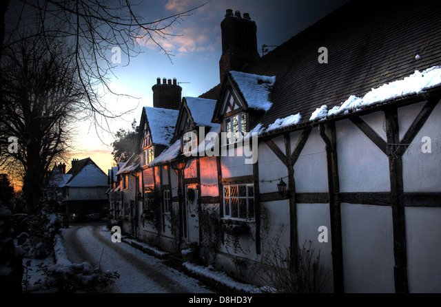 Great Budworth timber tudor thatched cottages In the snow, winter 2010, Northwich, Cheshire, England, UK. These - Stock Image