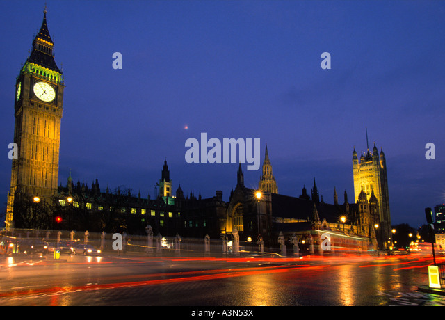 London Great Britain Parliament Square With Traffic Night at After Rain Houses of Parliament Sandra Baker - Stock Image
