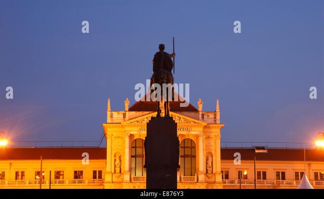 Zagreb statue of king Tomislav and railway Station Croatia - Stock Image