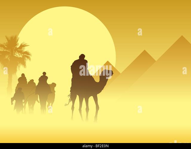 Camel caravan going through the sandstorm near pyramids - Stock-Bilder