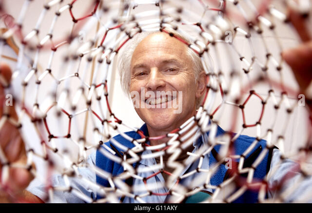 Sussex University, Brighton, England, UK. September 2004. Portrait of Sir Harry Kroto, one of the team of chemists - Stock Image