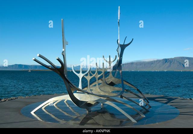 'Sólfar' by Jon Gunnar Arnason.  A sculpture in Reykjavik, Iceland. - Stock Image