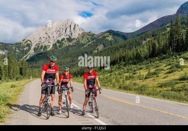 Cyclists climb Highwood Pass, highest paved road in Canada, Kananaskis, Alberta, Canada - Stock Image