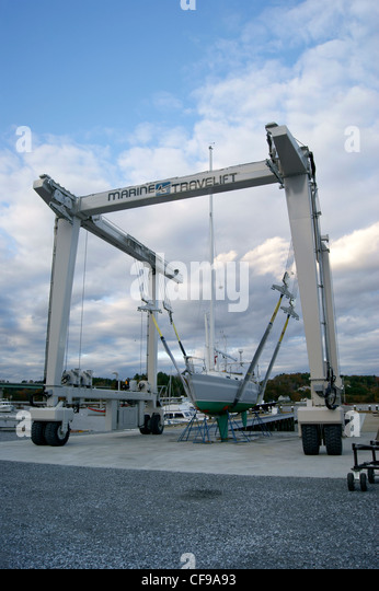 Slings stock photos slings stock images alamy for Outboard motor lifting strap