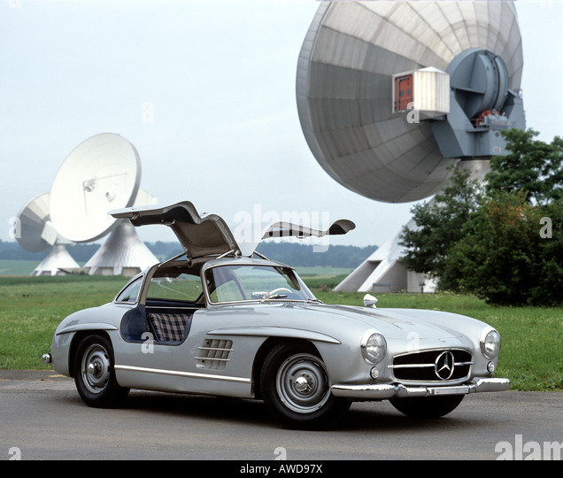 Mercedes 300 sl gull wing stock photos mercedes 300 sl for Mercedes benz with wing doors