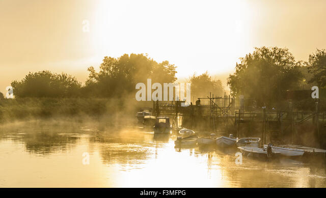 Evaporating steam fog rising over the River Arun on a cold morning in Arundel, West Sussex, England, UK. - Stock Image
