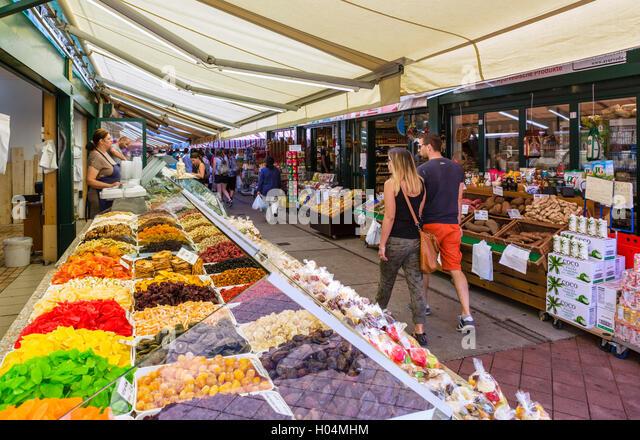 Stalls in the Naschmarkt, Linke Wienseile, Vienna, Austria - Stock Image