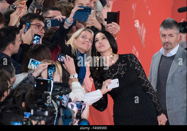Rome, Italy. 20th Oct, 2015. Monica Bellucci for a selfie with a fan during the red carpet for 'Ville-Marie' - Stock Image