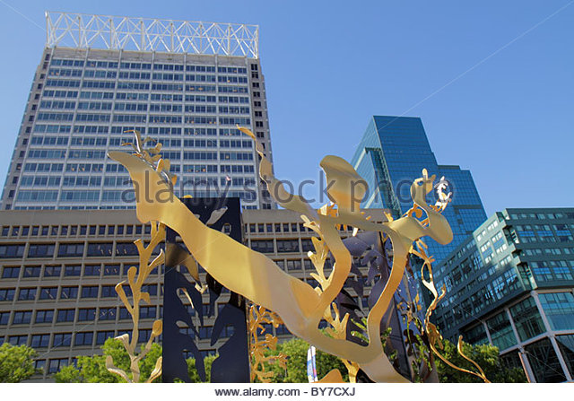 Baltimore Maryland McKeldin Square downtown office building skyscraper public art beautify sculpture metal Yin and - Stock Image