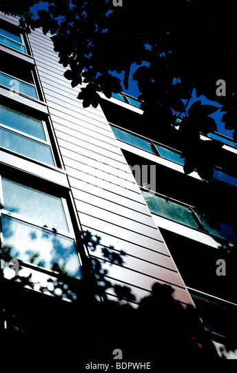 Modern highrise flats in Norwich England with trees - Stock Image