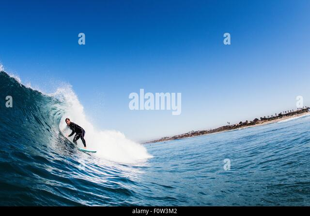 Mid adult male surfer surfing curved wave, Carlsbad, California, USA - Stock-Bilder
