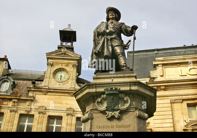 Statue of Charles De Conzacue in the town of Charleville-Mezieres in the Ardennes, France. - Stock-Bilder