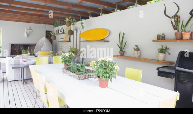 Shelves and wall ornaments in modern dining room - Stock Image